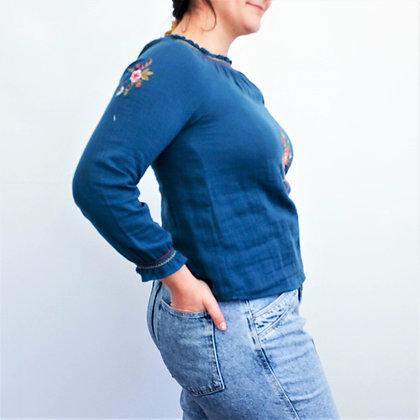 Turkizna bluza s cvetličnim vzorcem