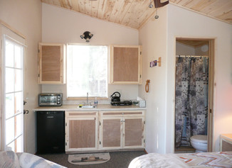 """Tiny House"" hermitage getaway retreats"