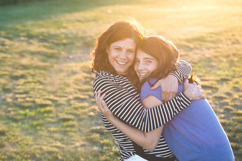 jo bryan photography family photo session outdoors park beach outdoor sunset golden hour mother mom daughter hug rye new york westchester photograher