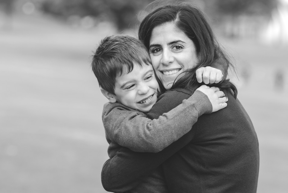 jo bryan photography family photo session outdoors park beach outdoor mom son hug mother rye new york westchester photograher