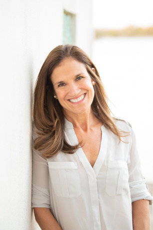 jo bryan photography headshot outdoor white background bokeh woman professional smiling