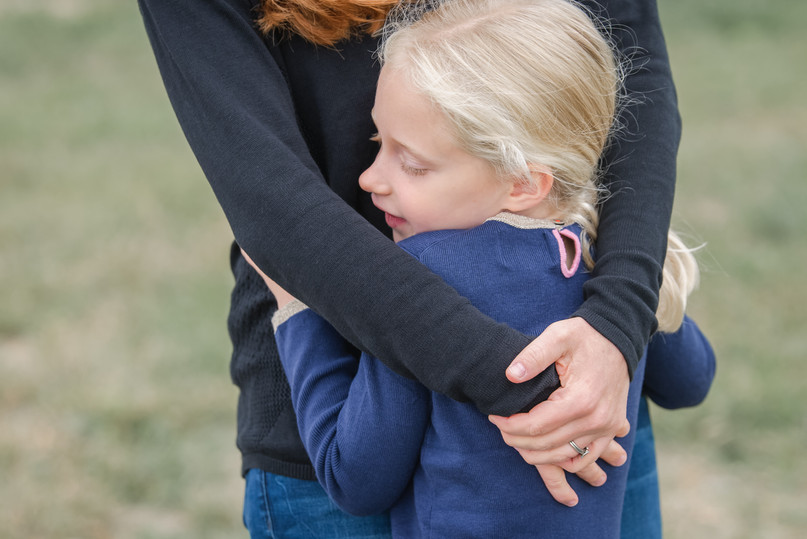 jo bryan photography family photo session outdoors park  outdoor hug mother daughter rye new york westchester photograher