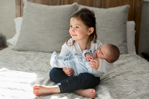 jo bryan photography rye new york home newborn session lifestyle natural light baby sister siblings