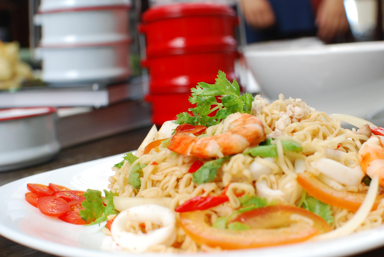 Mama Seafood Noodle Salad