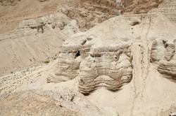 Qumran Caves.JPG