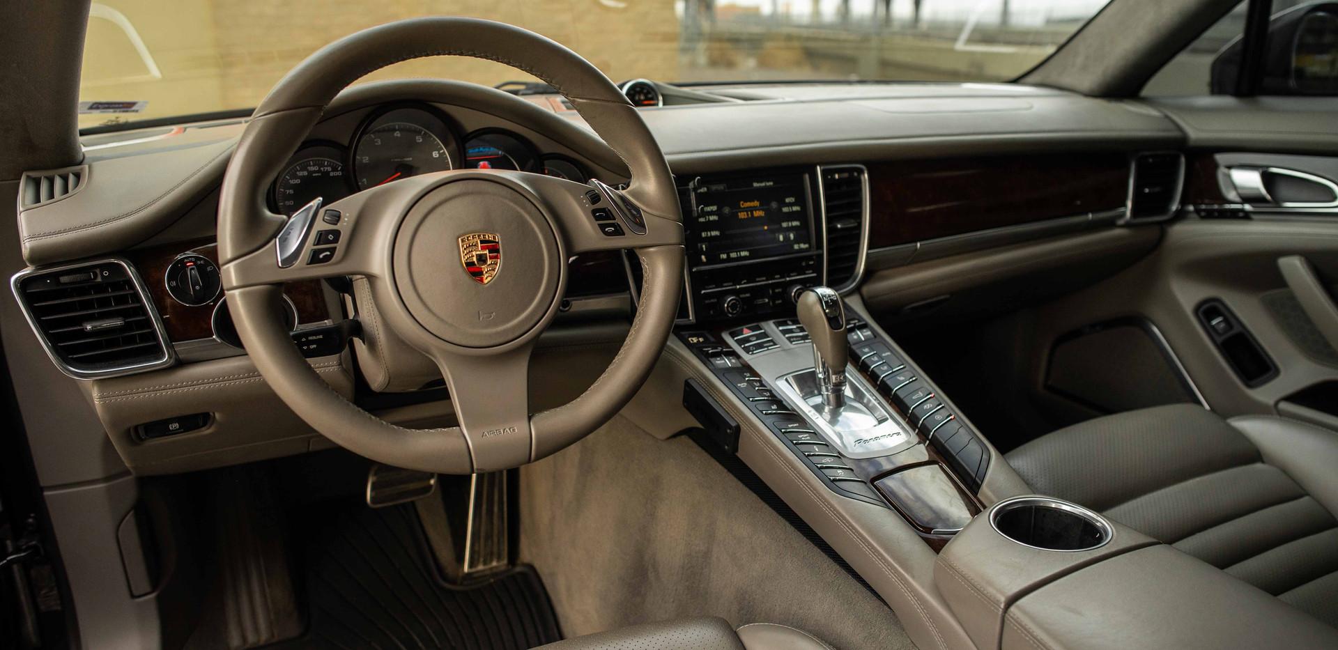 Interior_Driver_Panamara2.jpg