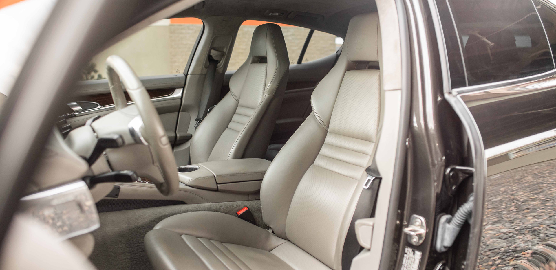 Interior_Front_Seats.jpg