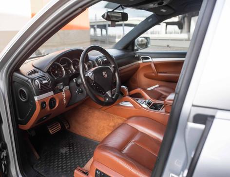Interior_Driver_Interior_Front_Cayenne.j