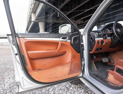 Interior_Driver_Interior_Front_Door_Caye
