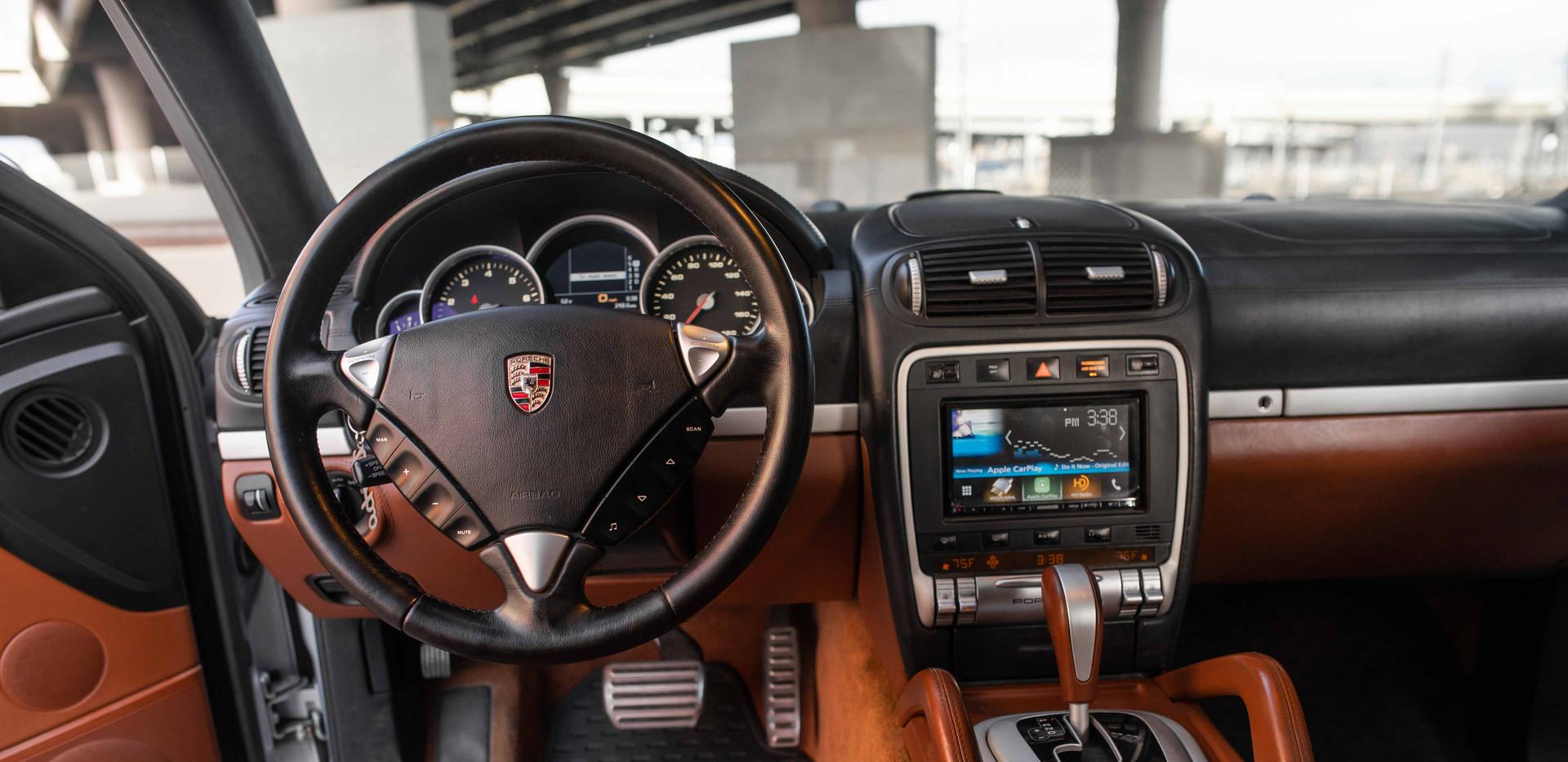 Interior_Driver_Interior_Cayenne.jpg