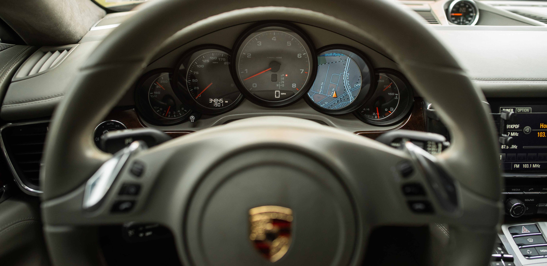 Interior_Driver_I_Steering_Panamara.jpg