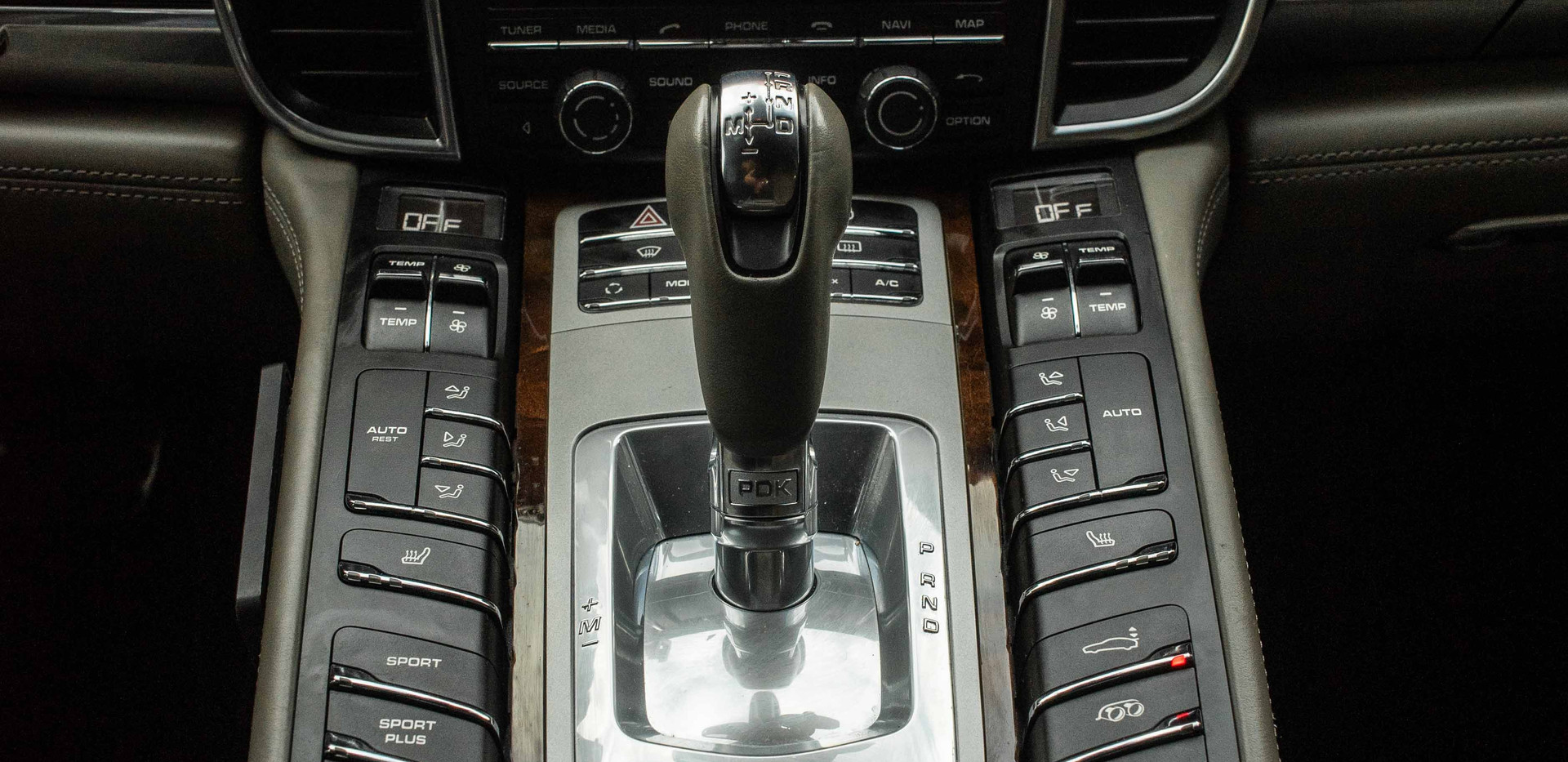 Interior_Center_Console_Panamara.jpg