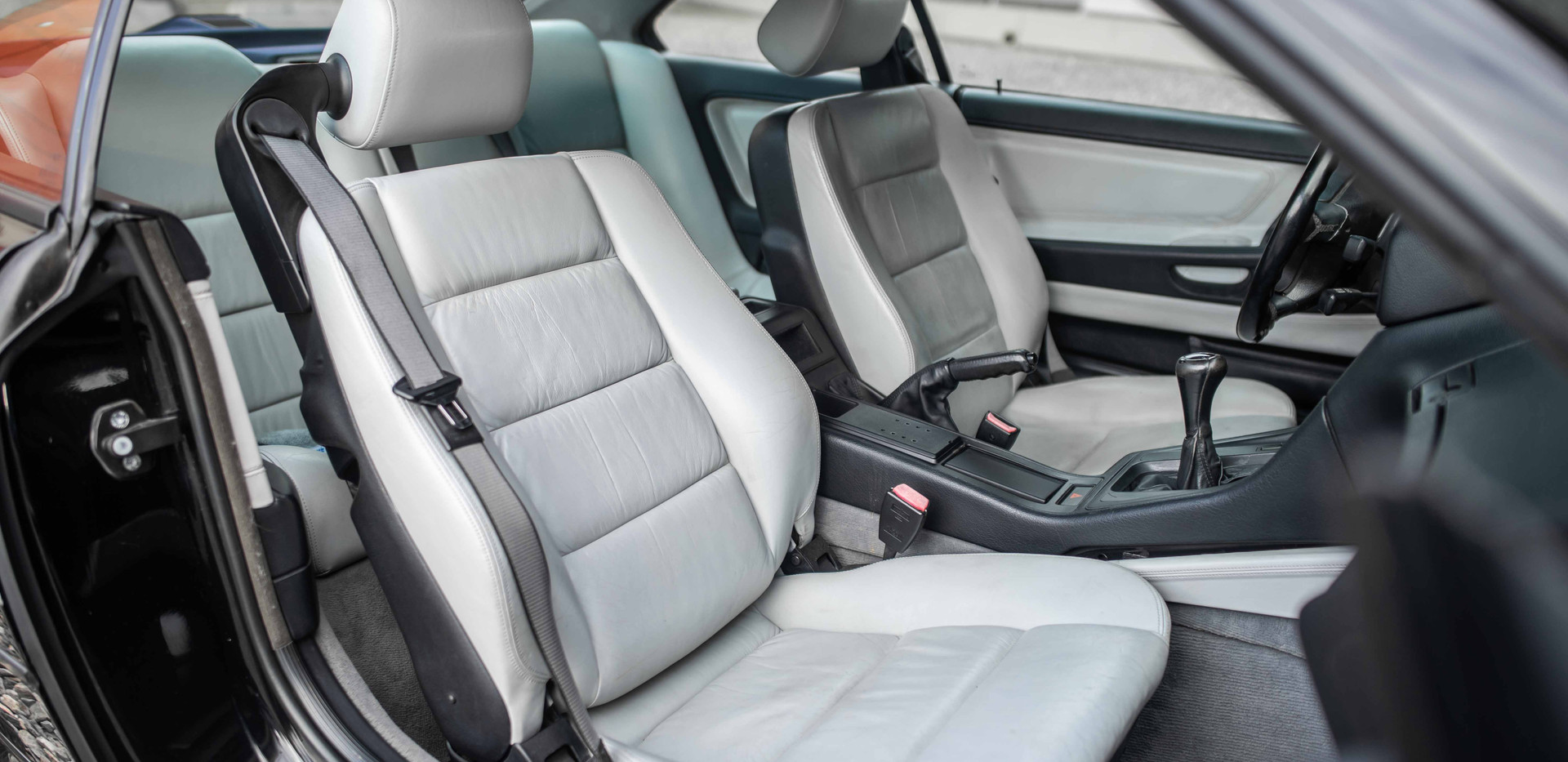 Interior_Front_Seats_Passenger_850.jpg