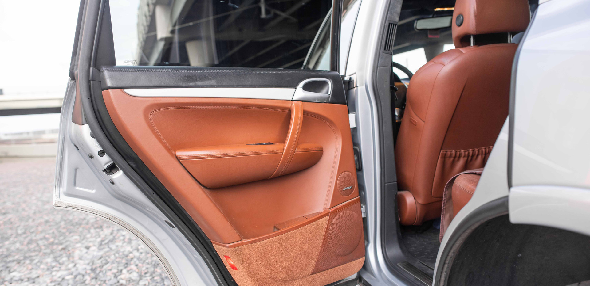 Interior_Driver_Interior_Rear_Door_Cayen