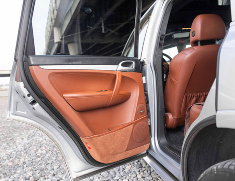 Interior_Driver_Interior_Rear_Door_Cayen