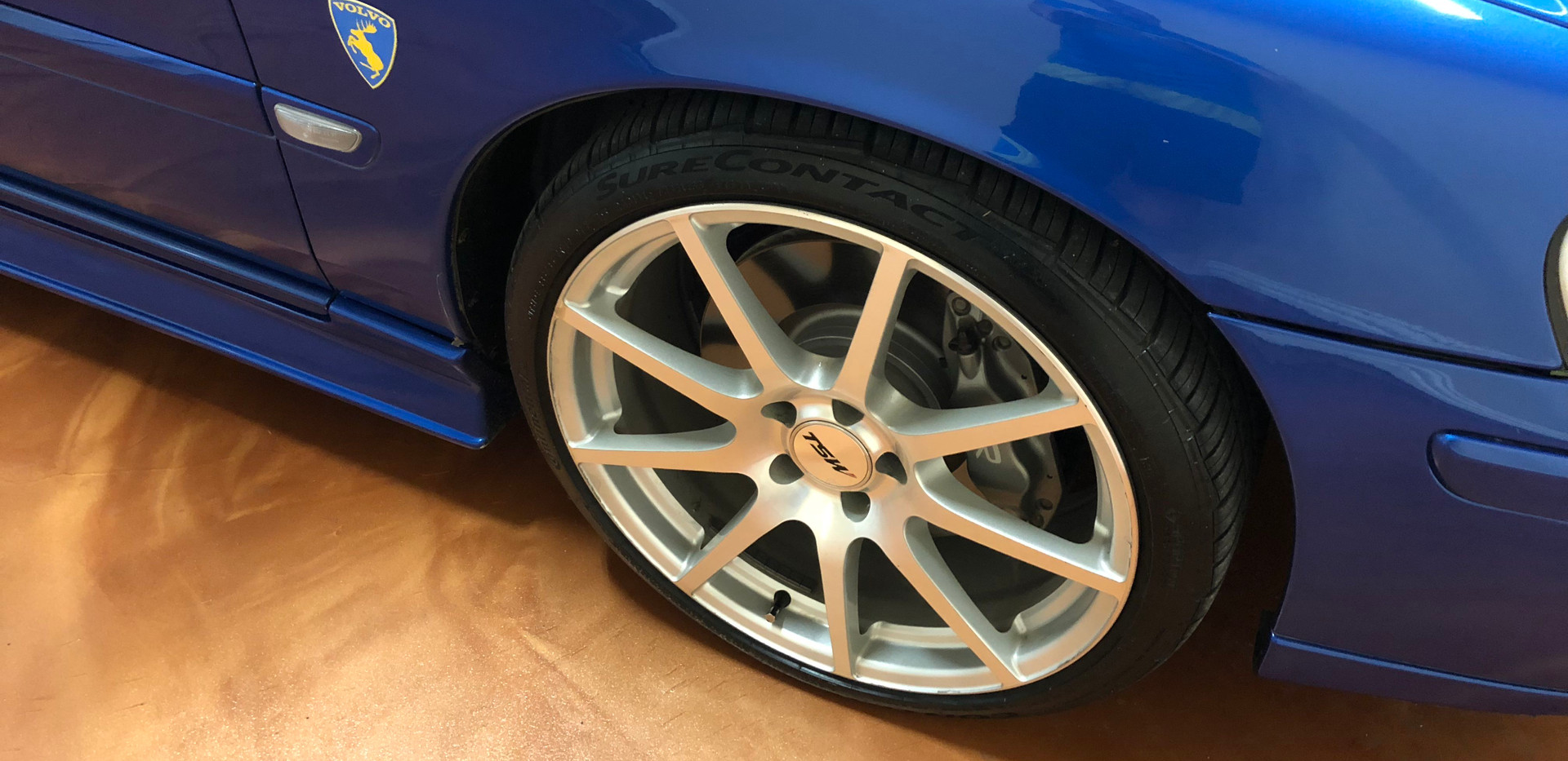 volvo front passenger wheel garage 52.jp