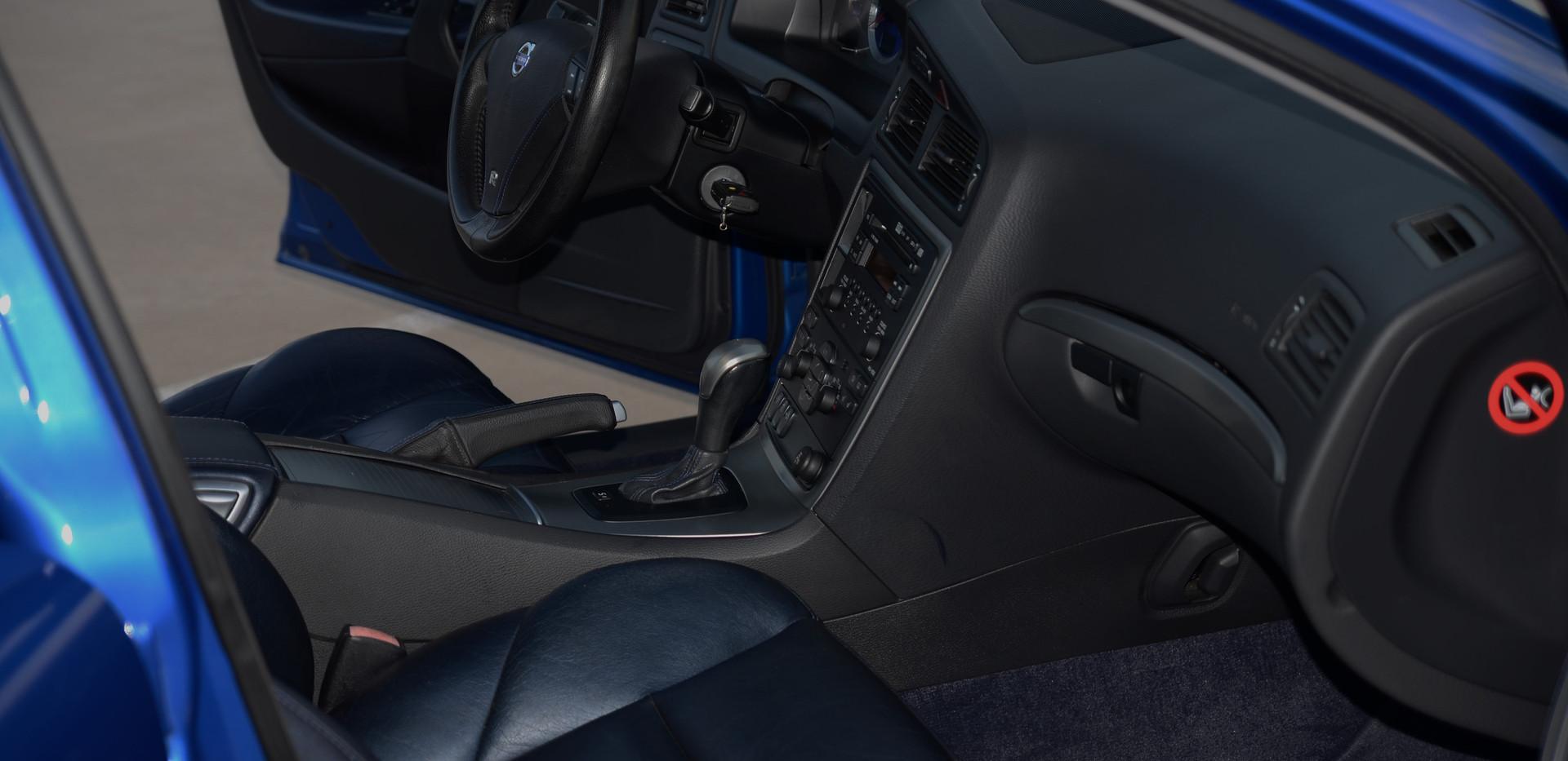 volvo interior passenger 16.jpg