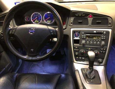 volvo driver cockpit garage 45.jpg