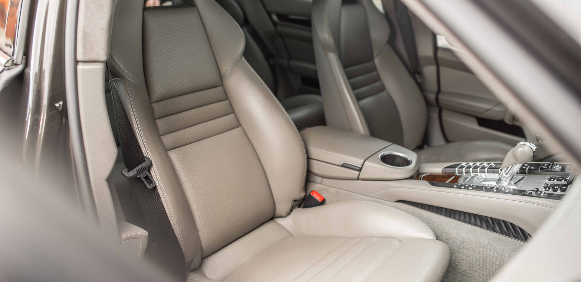 Interior_Passenger_Front_Seats_Panamara.