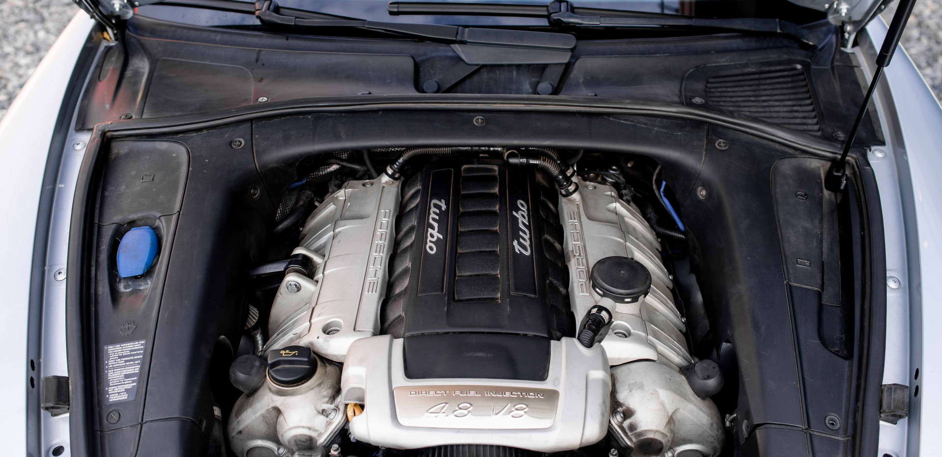 Engine_Close_Cayenne.jpg