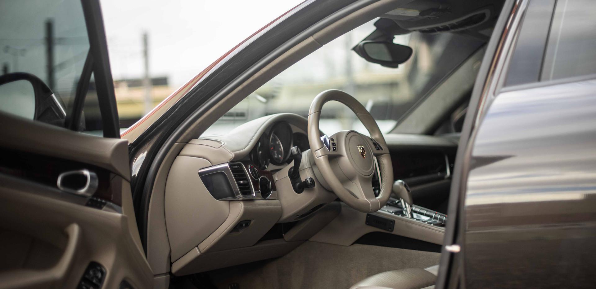 Interior_Driver_Front_Panamara.jpg