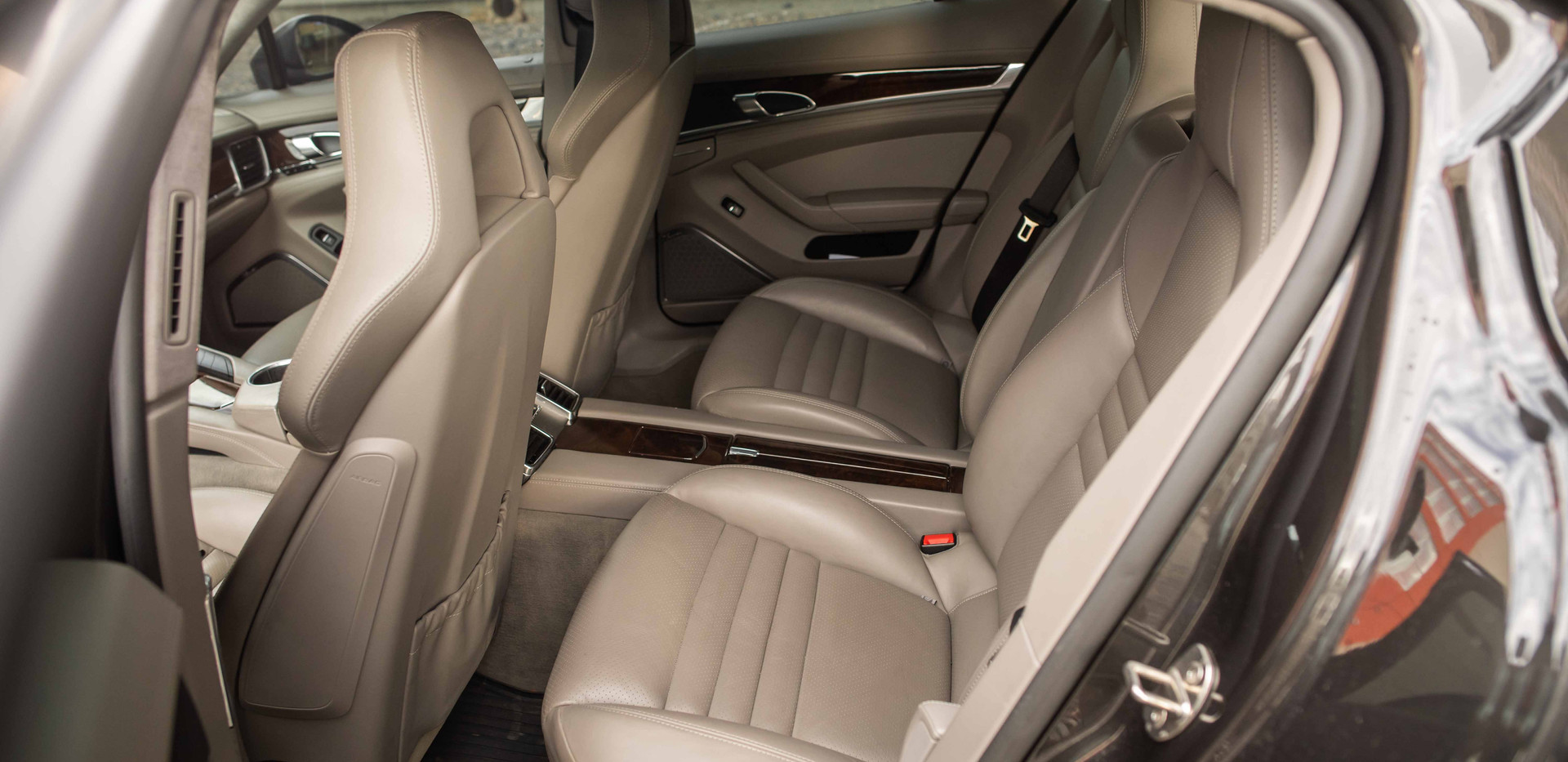 Interior_Rear_Seats_Panamara.jpg