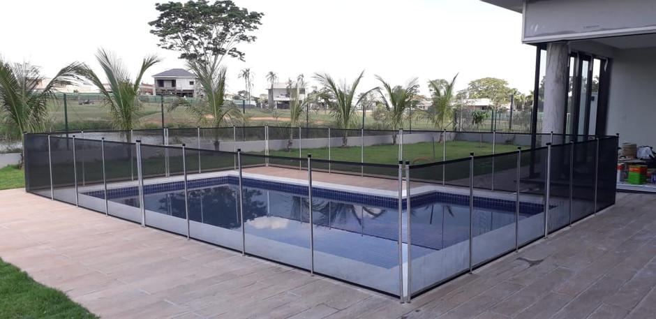 Fabricante de cercas para piscinas.jpeg