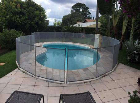 Instalação de cercas removíveis para piscinas