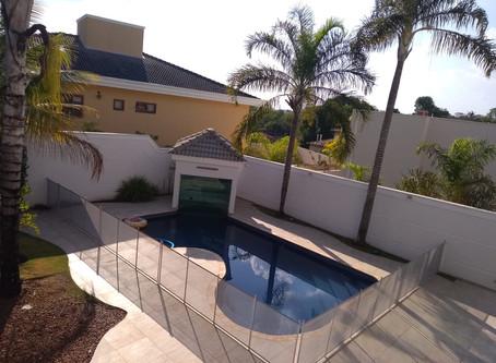 Motivos para instalar uma cerca na sua piscina