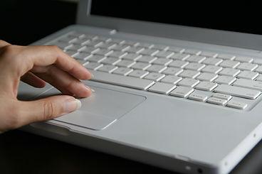 ホワイトノートパソコン