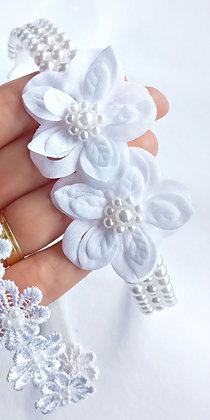 Faixa bordada pérolas e flores