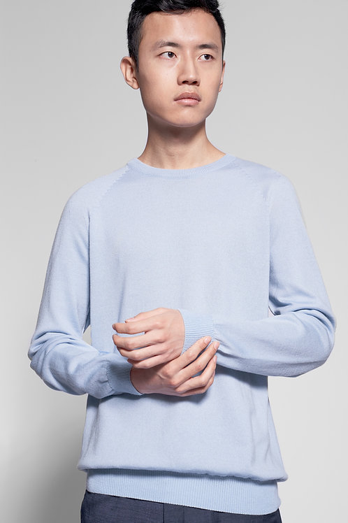 Men's round neck sweater in light blue without logo