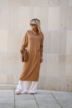 Strickkleid mit Rollkragen in camel