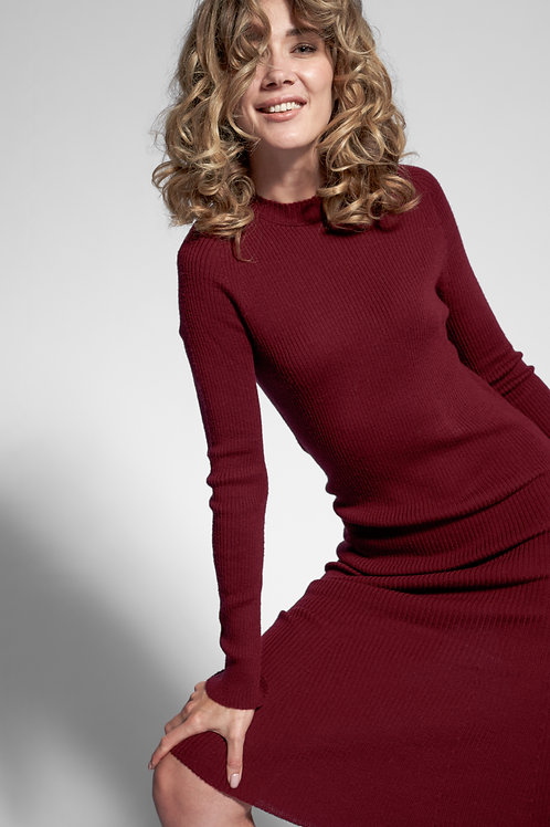 Ribbed knit dress in dark red