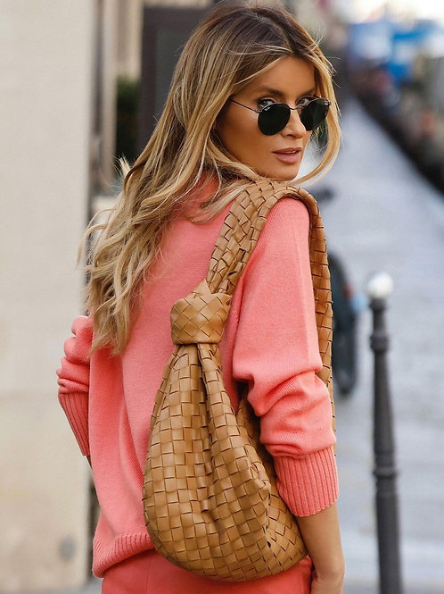 Sweater with a rounded hem in salmon