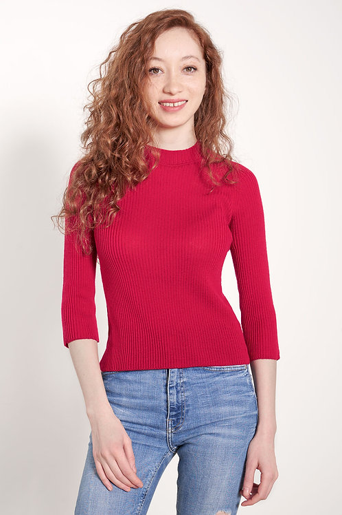 Ribbed sweater in raspberry red