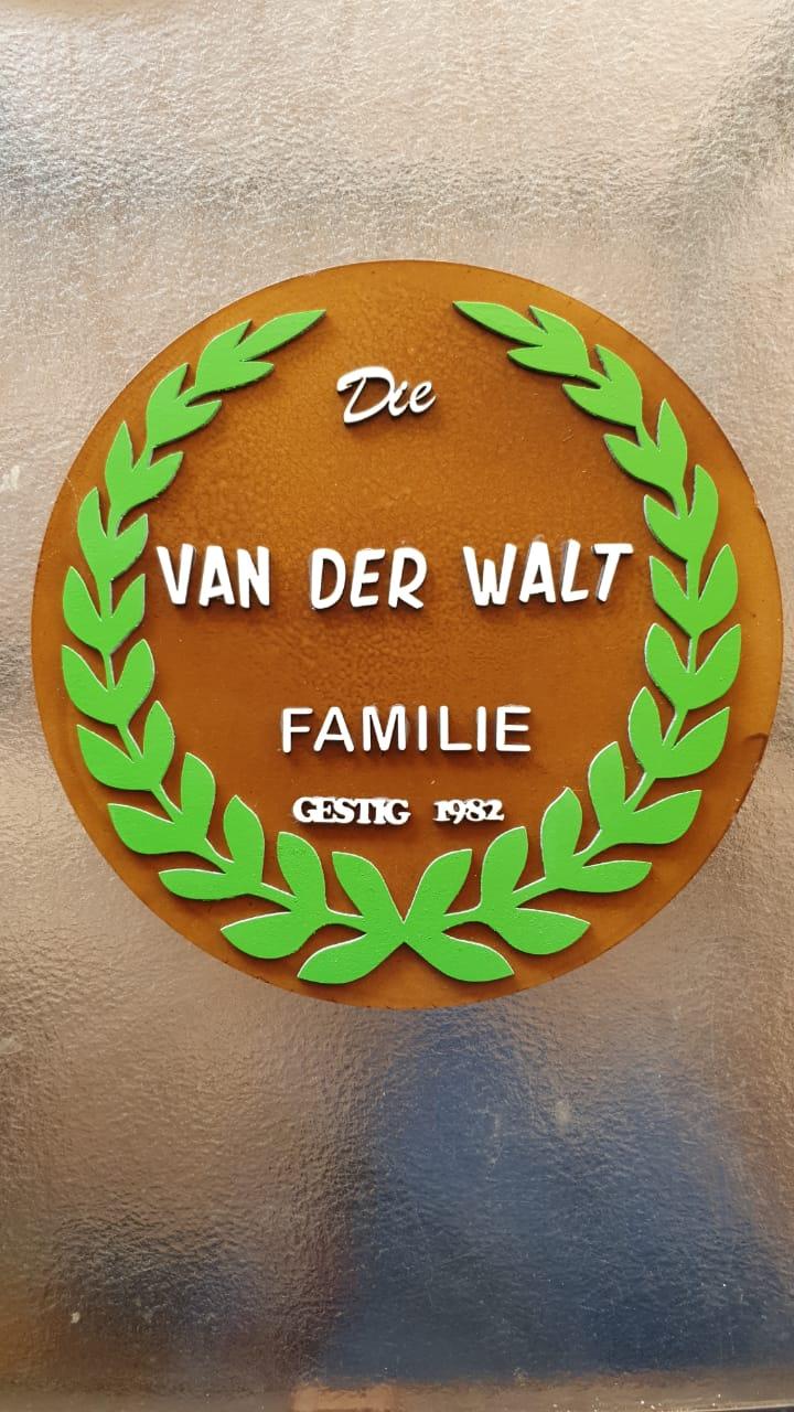 FAM VAN DER WALT FAMILY 1982.jpg