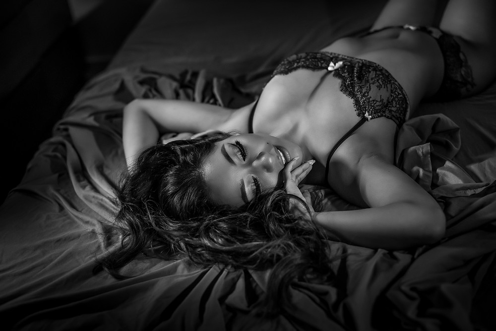 Boudoir photographer in Los Angeles, San Fernando Valley, Noho, North Hollywood . Intimate Boudoir Portraits