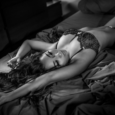 Boudoir photographer in Los Angeles, San Fernando Valley, Noho, North Hollywood . Intimate Boudoir Portraits.