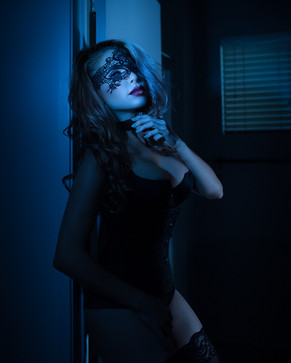 dramatic boudoir images in los angeles