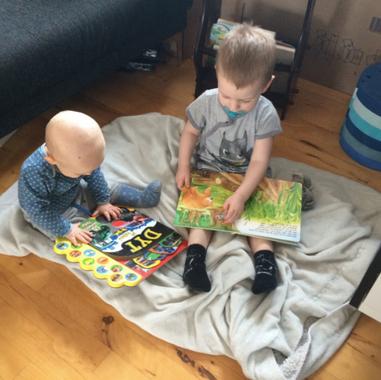 Oliver og Victor læser bøger - januar 20