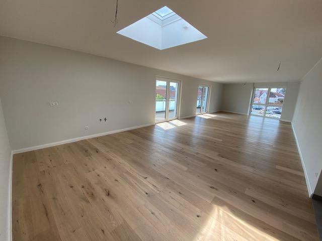 Penthouse Wohnzimmer mit Dachfenster.png