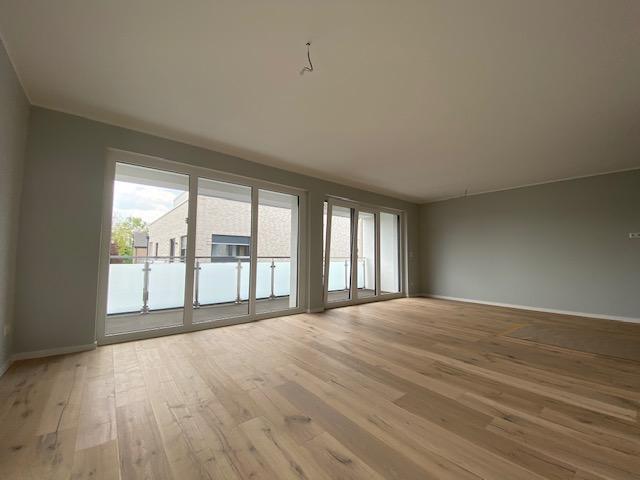 Wohnzimmer mit Parkettboden.png