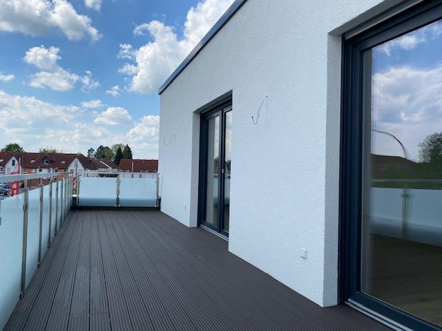 Terrasse mit Ausblick.png