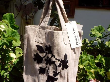 ジュート素材のバッグ