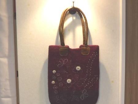 フェルトバッグレザーハンドル(税抜)6,000円ネパールウール牛革紫