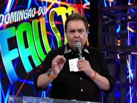 Após 32 anos e mais magro, Fausto Silva deixa a Globo no final de 2021.