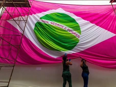 'Índios, negros e pobres': bandeira de desfile campeão da Mangueira vira peça de museu