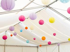 Lanterne in una tenda