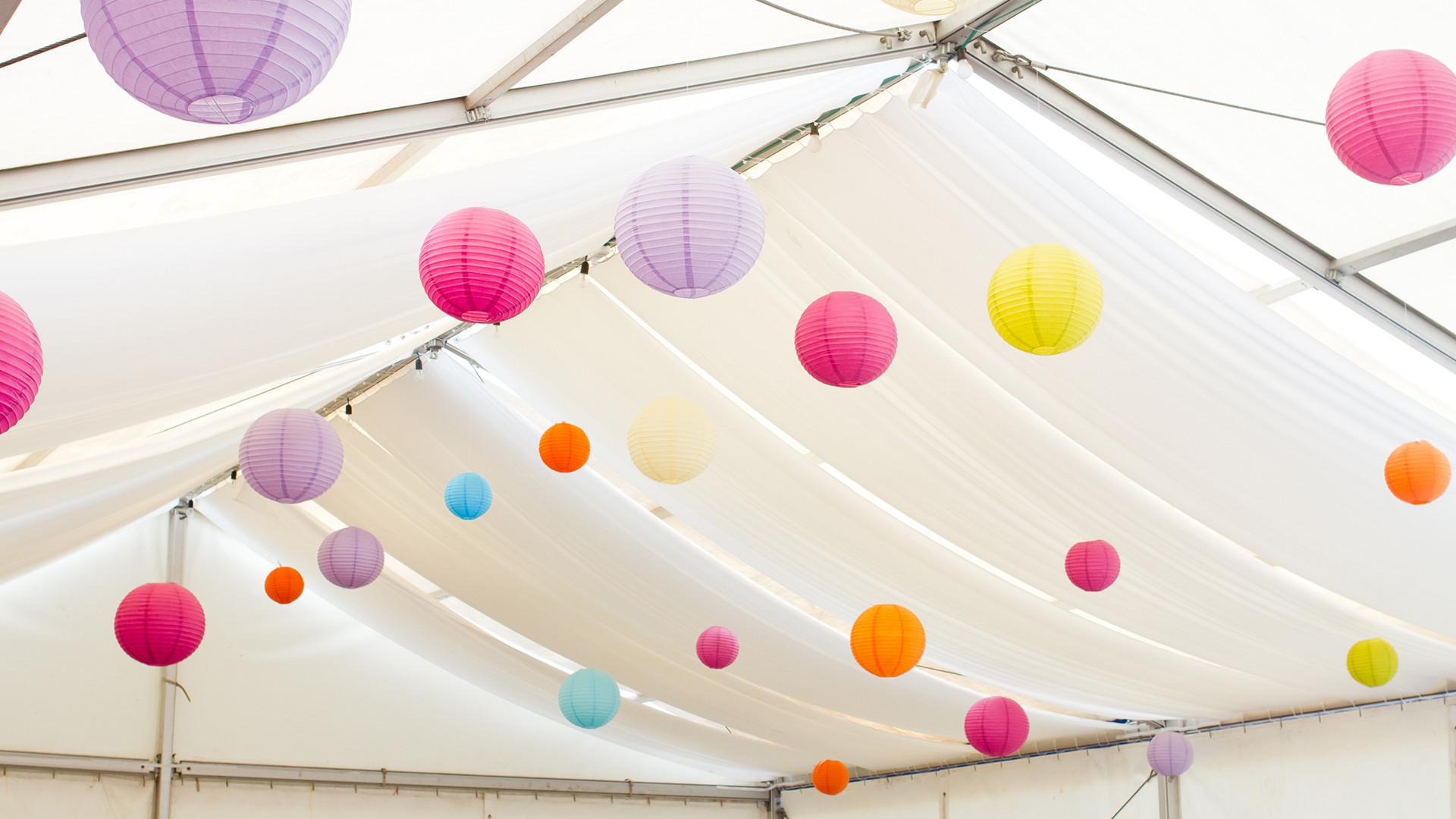 Lantaarns in een tent